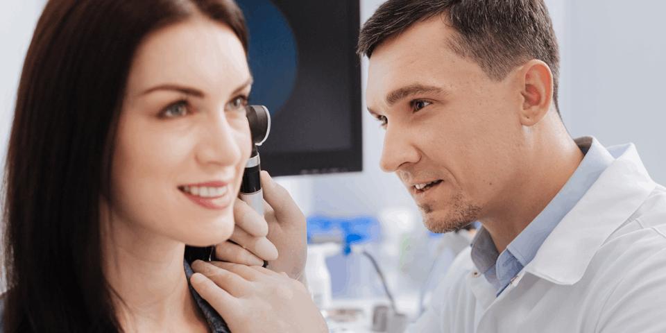 Badanie laryngologiczne kobiety