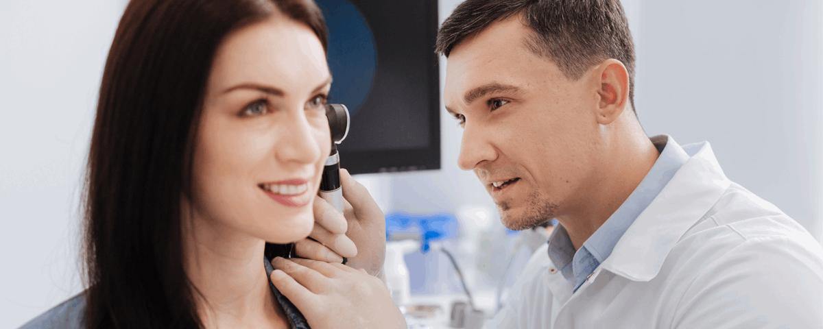spotykać się z kimś z upośledzeniem słuchu