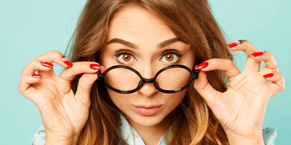 Kobieta z okularami